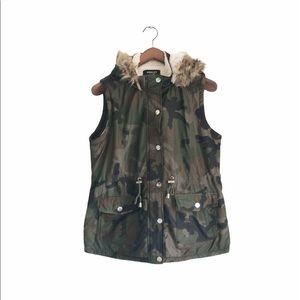 Camo / Faux fur + Sherpa hooded vest